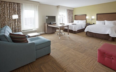 Hampton Inn double queen room Roseville, MN
